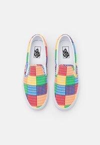 Vans - CLASSIC SLIP-ON UNISEX - Slip-ons - multicolor/true white - 3
