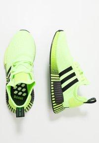 adidas Originals - NMD R1 - Matalavartiset tennarit - signal green/core black - 1