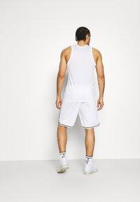 Champion - BERMUDA - Sports shorts - white - 2