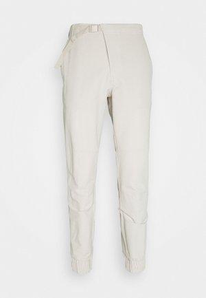 CROSS PANT - Spodnie materiałowe - alumina