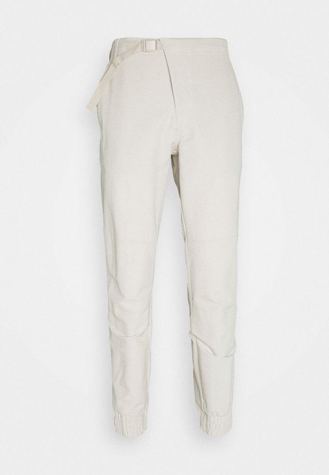 CROSS PANT - Trousers - alumina