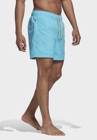 adidas Originals - ADIPLORE WOVEN SHORTS - Plavky - turquoise - 2