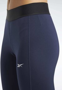 Reebok - TRAINING ESSENTIALS LINEAR LOGO LEGGINGS - Collant - blue - 4