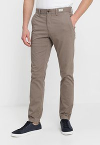 Tommy Hilfiger - DENTON - Chinos - walnut - 0