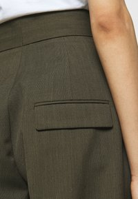 Neil Barrett - HIGH WAISTED ONE PLEAT - Trousers - olive melange - 4