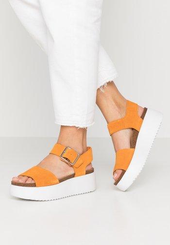 BOTANIC STRAP - Platform sandals - amber