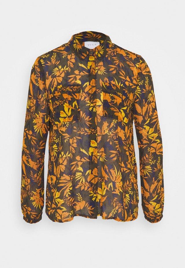 VINEMA POCKET  - Button-down blouse - forest night/leali