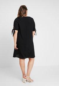 Glamorous Curve - WITH TIES V NECK MINI DRESS - Shirt dress - black - 3