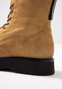 MJUS - Kotníkové boty na platformě - bisanzio - 2