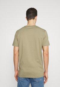 Selected Homme - SLHNORMAN O NECK TEE - Basic T-shirt - aloe - 2