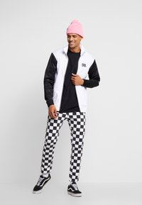 Vans - WINNER'S CIRCLE TRACK JACKET - Training jacket - black/white - 1