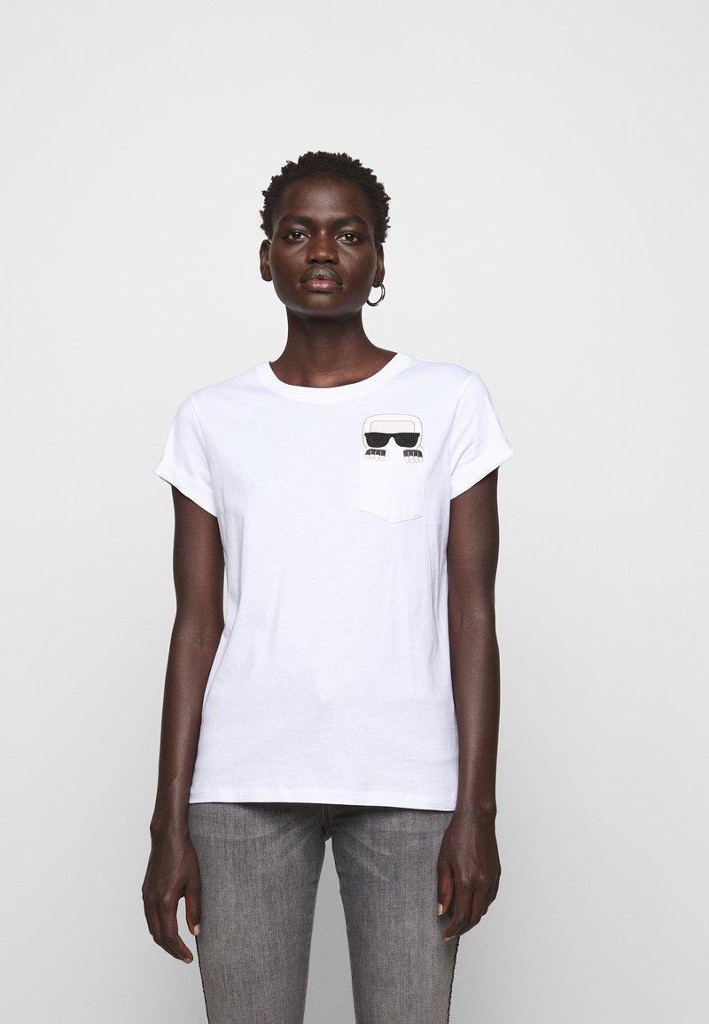 KARL LAGERFELD - IKONIK POCKET - T-shirt z nadrukiem - white