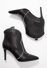 Lola Cruz - High heeled ankle boots - black - 3