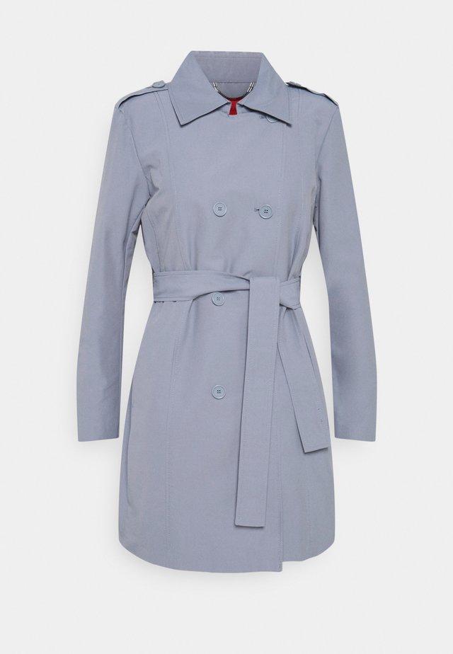 ELETTA - Trenchcoat - light blue
