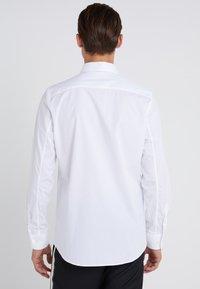 Filippa K - JAMES STRETCH SHIRT - Finskjorte - white - 2