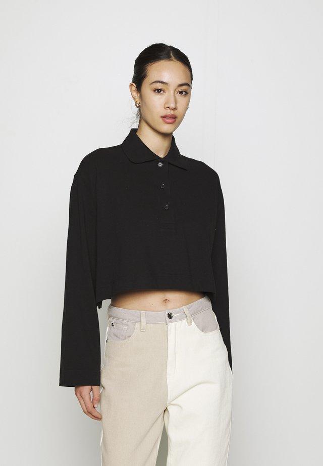 KALANI CROPPED LONG SLEEVE - Koszulka polo - solid black