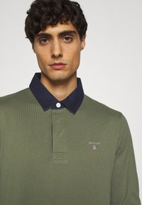 GANT - THE ORIGINAL HEAVY RUGGER - Polo shirt - dark green - 5