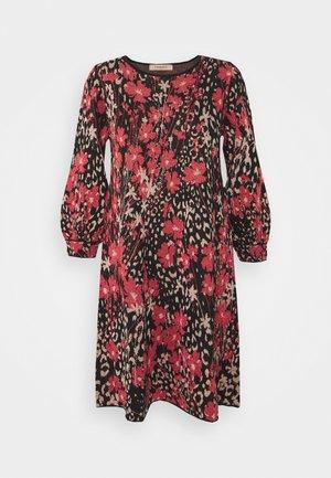 Pletené šaty - nero/ciliegia
