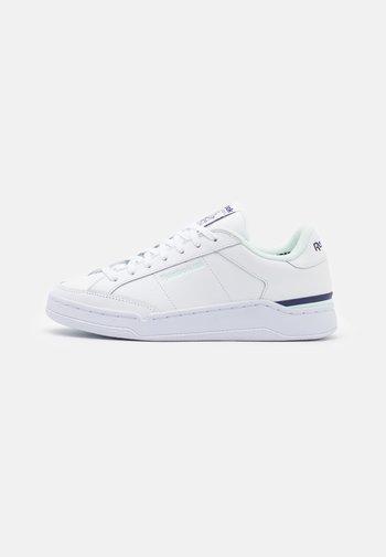 COURT - Sneakers basse - footwear white/aqua dust/dark orchid