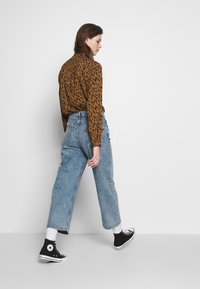 Monki - MOZIK - Relaxed fit jeans - blue - 2