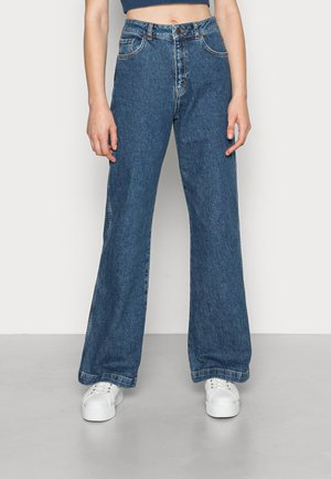 HIGH RISE WIDE LEG JEANS - Jeans relaxed fit - mid blue wash