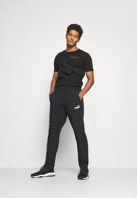 Puma - MODERN BASICS TEE - T-shirt med print - black - 1