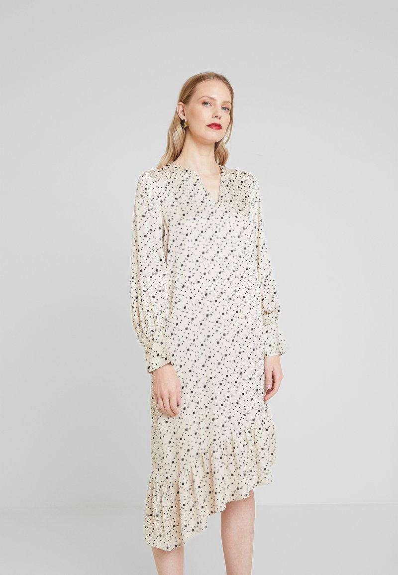 Levete Room - HANNA - Denní šaty - cement