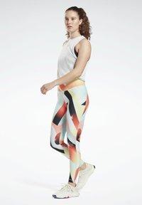 Reebok - REEBOK LUX BOLD LEGGINGS - Trikoot - orange - 1