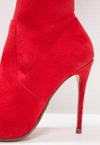 Steve Madden - DOMINIQUE - Kozaki na obcasie - red - 6