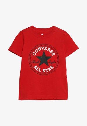CORE CHUCK PATCH TEE  - Camiseta estampada - enamel red