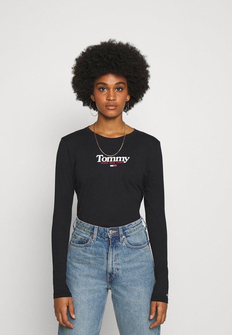 Tommy Jeans - ESSENTIAL LOGO LONGSLEEVE - Top sdlouhým rukávem - black