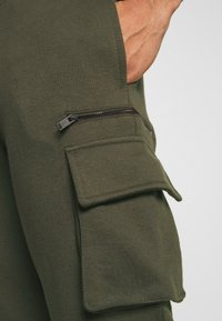 Burton Menswear London - CARGO ZIP JOGGER - Trainingsbroek - khaki - 4