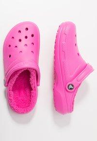 Crocs - CLASSIC LINED - Pantuflas - electric pink - 3