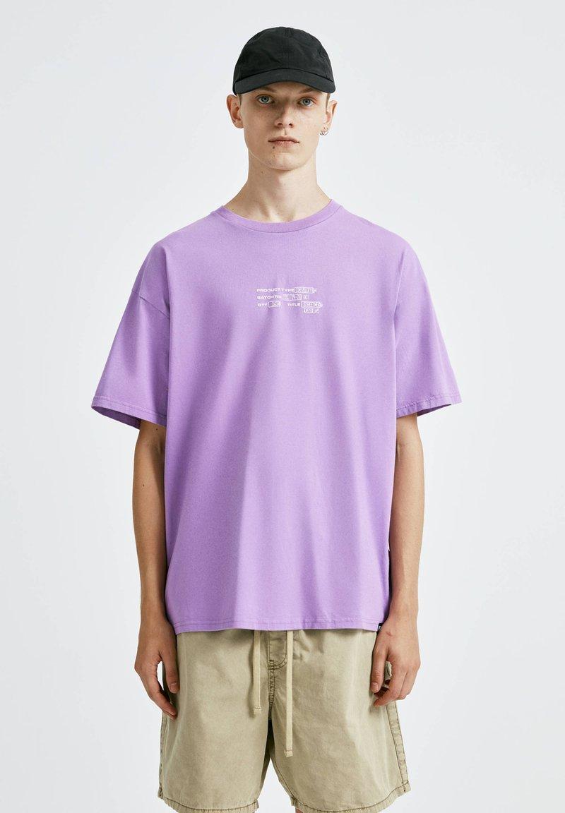 PULL&BEAR - T-shirt con stampa - purple