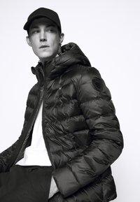 Blauer - GIUBBINI CORTI IMBOTTITO - Down jacket - black/dark olive - 3