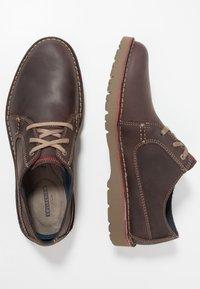 Clarks - VARGO PLAIN - Zapatos de vestir - dark brown - 1