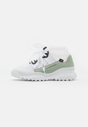 XP2_JUNK X - High-top trainers - white
