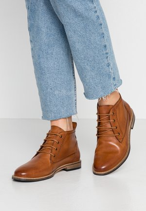 LEATHER BOOTIES - Lace-up ankle boots - cognac