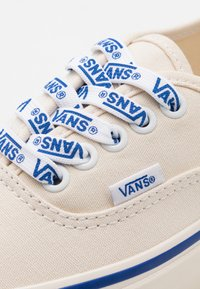 Vans - ANAHEIM AUTHENTIC 44 DX UNISEX - Trainers - white/blue - 5