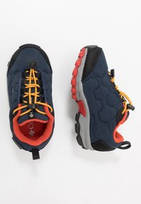 Columbia - CHILDRENS FIRECAMP SLEDDER WP - Hiking shoes - collegiate navy/flame - 0