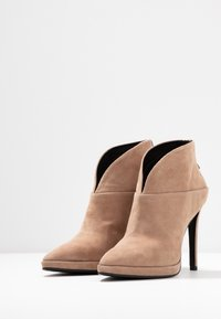 Lola Cruz - High heeled ankle boots - taupe - 4