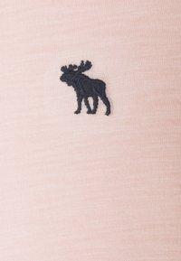 Abercrombie & Fitch - CORE CREW TEE - Jednoduché triko - blush pink - 2