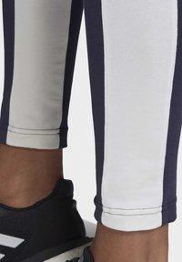 adidas Performance - KEY POCKET LEGGINGS - Legginsy - blue/white - 6