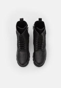 KARL LAGERFELD - TERRA FIRMA HI LACE BOOT - Platform ankle boots - black - 4