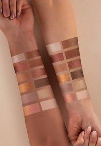 Luvia Cosmetics - ROMANTIC BAROQUE - Eyeshadow palette - - - 5