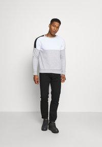 Brave Soul - ROOSEVELT - Sweatshirt - optic white/light grey marl/jet black - 1
