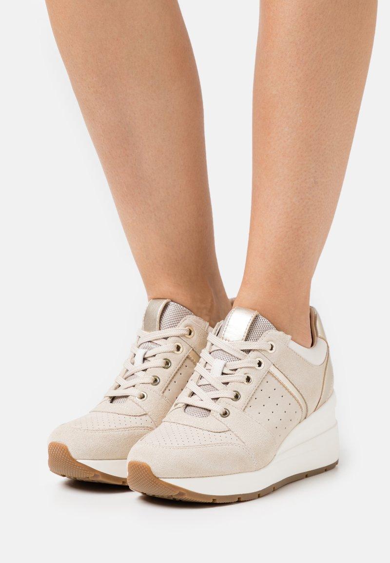 Geox - ZOSMA  - Sneakers basse - beige