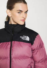 The North Face - W 1996 RETRO NUPTSE JACKET - Dunjakke - mesa rose - 3