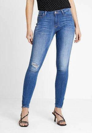 ONLKENDELL REG ANKLE - Skinny džíny - medium blue denim