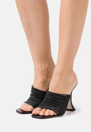 DIVINE - Pantofle na podpatku - black